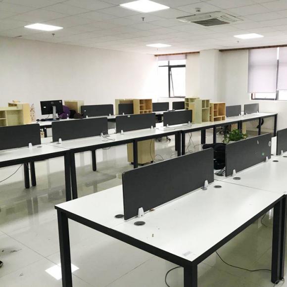 西安办公家具回收 回收二手班台桌椅 大量隔断屏风回收